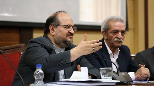 محمد شریعتمداری وزیر صنعت، معدن و تجارت با حضور در اتاق ایران از بخش خصوصی خواست تا در حل مشکلات به دولت کمک کند.