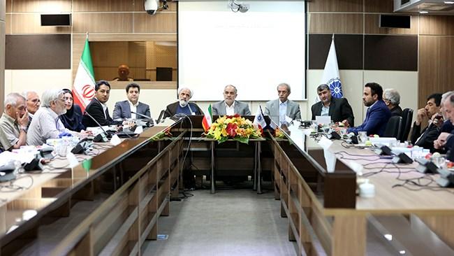 در نشست کمیته ماده 12، اعتراض فعالان اقتصادی به قانون ثبت ارقام گیاهی و کنترل و گواهی بذر و نهال 1382 مورد بررسی قرار گرفت.