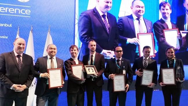 نازنین دانشور بنیانگذار و مدیرعامل وبسایت خرید گروهی تخفیفان پس از حضور در مرحله فینال رقابت جایزه کارآفرین جوان کنفدراسیون اتاقهای بازرگانی و صنعت آسیا – اقیانوسیه (CACCI)، موفق به کسب رتبه نخست شد.