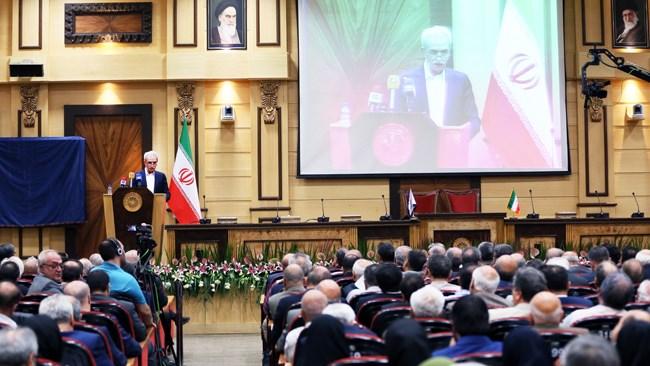 شافعی گفت: صدای واحد بخش خصوصی در سایه یک اجماع فراگیر و گسترده میان فعالان اقتصادی و تشکلها شدنی است و باید از هر آنچه منجر به تضاد منافع میشود، جلوگیری کرد و تفاوت دیدگاهها را در خانواده اتاق ایران حلوفصل کرد.